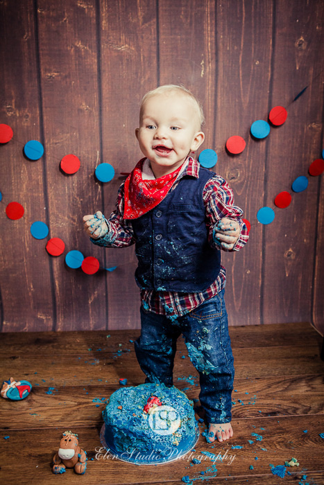 02_Cowboy-cake-smash-photo-idea-J-Elen-Studio-Photography-web-09