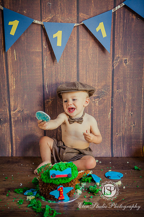 10_Thomas-engine-cake-Smash-EM-Elen-Studio-Photography-ssh-034