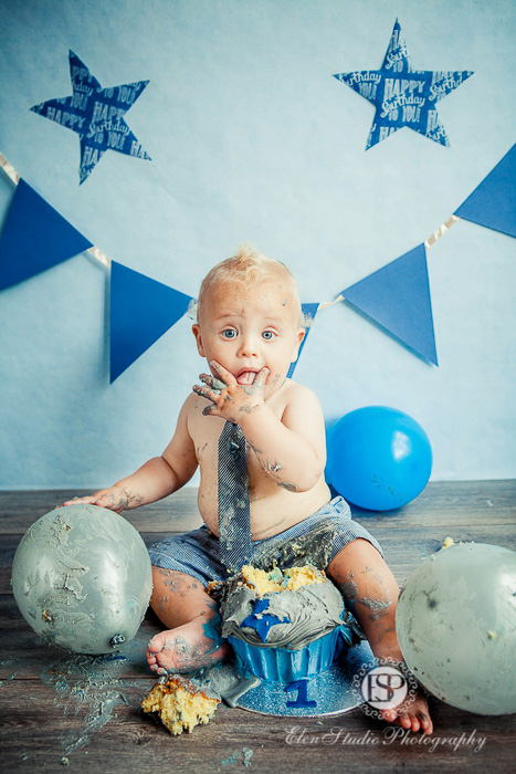 16_blue-cake-smash-photographer-derby