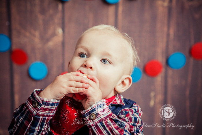 27_Cowboy-cake-smash-photo-idea-J-Elen-Studio-Photography-web-05