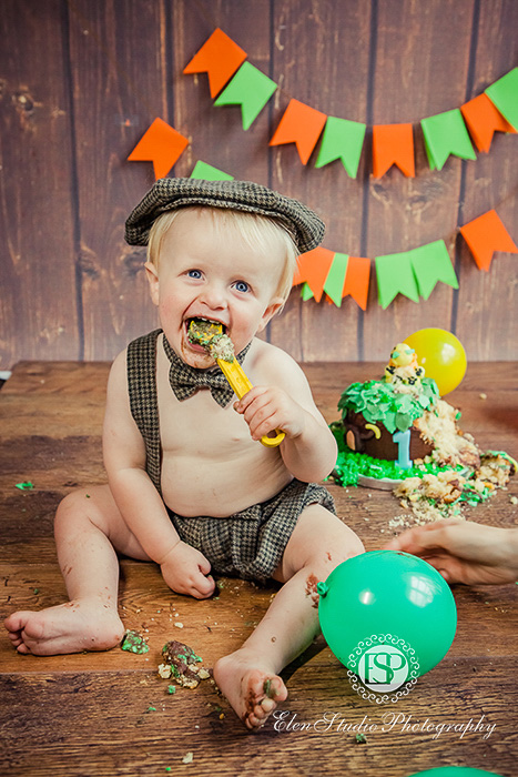 29_zoo-cake-smash-photos-derby-R-Elen-Studio-Photography-053