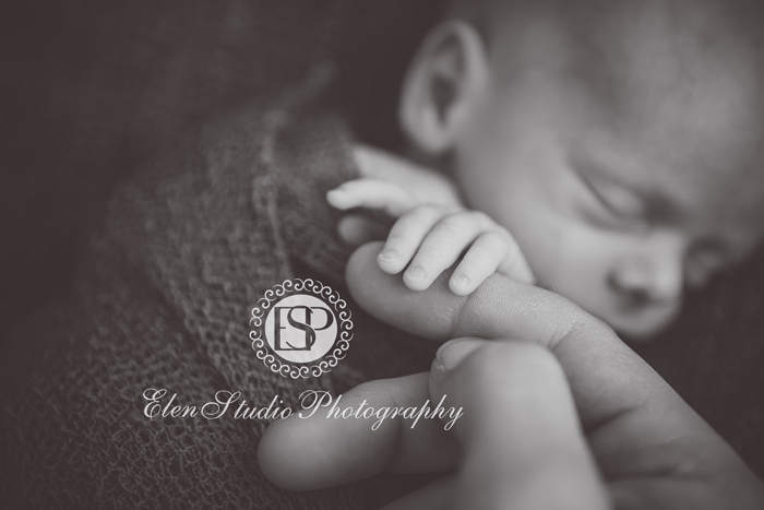 Newborn-Photographer-Derby-ORW10-Elen-Studio-Photography-018