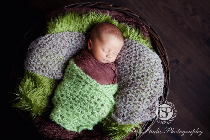 Newborn-photography-studio-Derby-LW-Elen-studio-photography--002