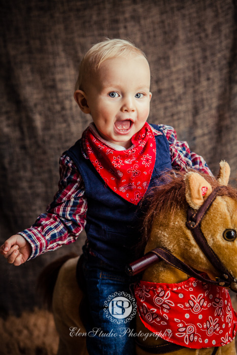 Cowboy-cake-smash-photo-idea-J-Elen-Studio-Photography-web-03