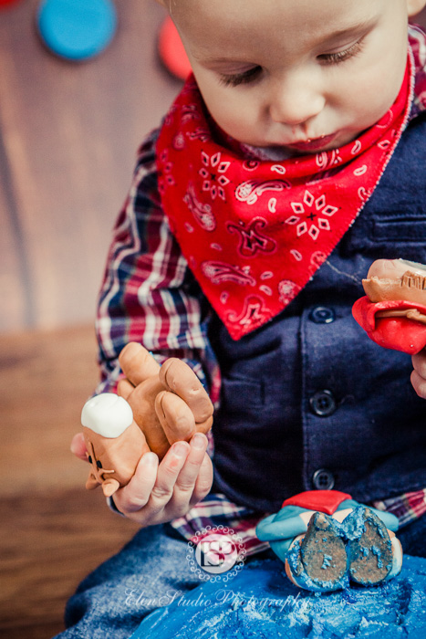 Cowboy-cake-smash-photo-idea-J-Elen-Studio-Photography-web-06