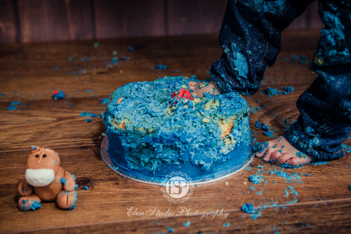 Cowboy-cake-smash-photo-idea-J-Elen-Studio-Photography-web-11
