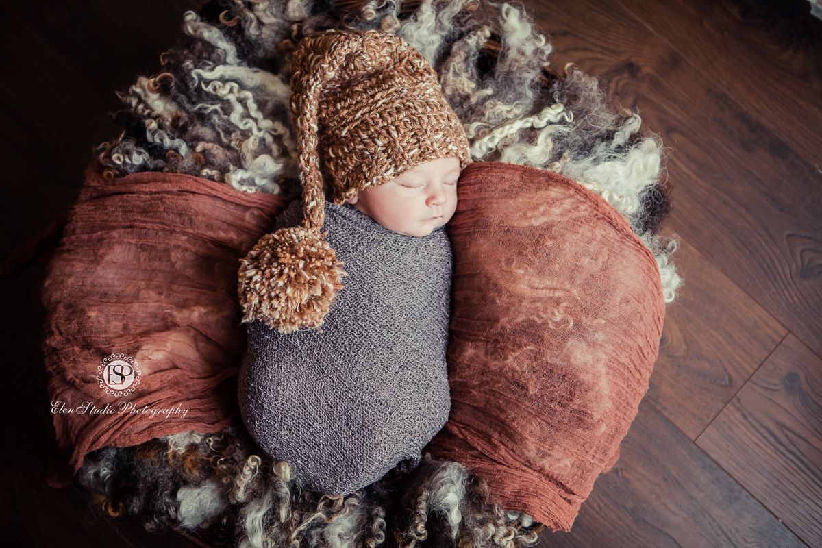 brown-grey-newborn-photographs--Derby-Elen-Studio-Photography-ssh-10