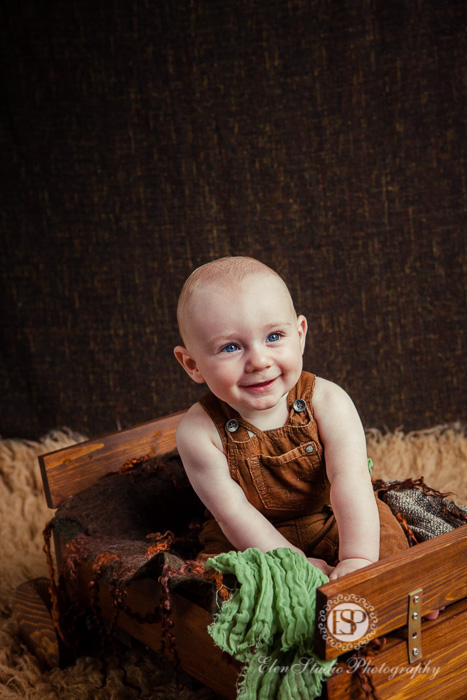 green-brown-baby-boy-photographs-Derby-BG-Elen-Studio-Photography-web-029